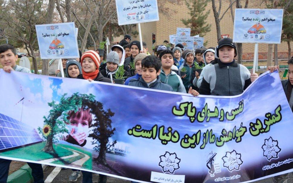 مراسم دانش آموزی با شعار « هوای پاک حق من است»