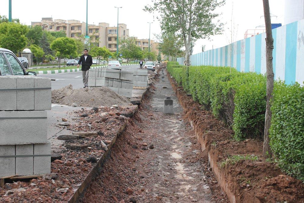 تعویض جداول 35متری شهرک باغمیشه توسط منطقه شهرداری منطقه پنج