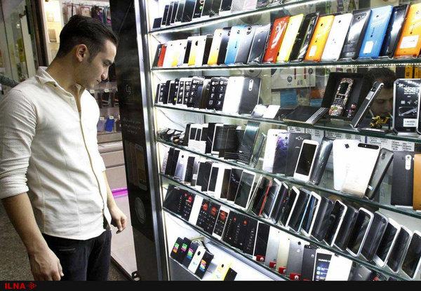 فروش موبایل 50 درصد کاهش داشته است/ همزمان با تک نرخی شدن ارز 60 شرکت درخواست مجوز برای واردات کردند