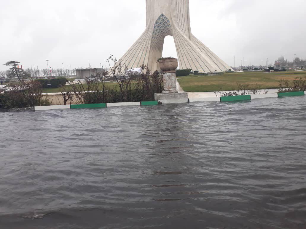 هشدار مدیریت بحران به ساکنان ۲۰ محله تهران: از تردد غیر ضروری، اتراق و پارک خودرو در حاشیه رودخانه ها و رود دره ها خودداری کنند