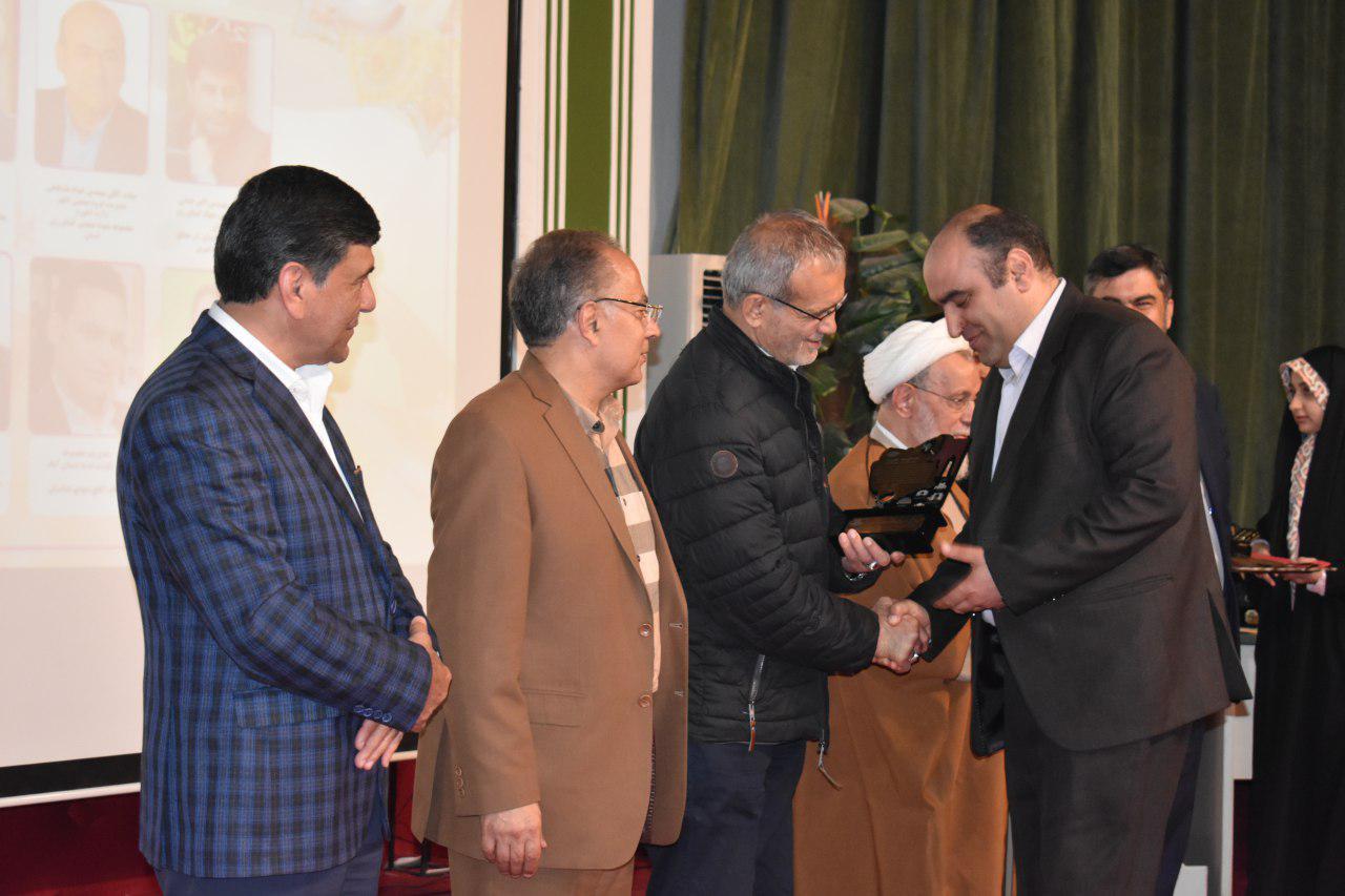 تجلیل از شرکت آذرنوش شرق( کوهساران) در پنجمین همایش تجلیل از فعالین فرهنگی اقتصادی استان به عنوان برند منتخب حوزه لبنیات استان