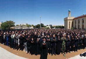 اقامه نماز عشق در ظهر عاشورای حسینی در نخستین پایتخت تشیع+ فیلم