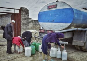اعزام تانکرهای سایر استانها به خوزستان/توزیع ۴۰۰ هزار لیتر آب